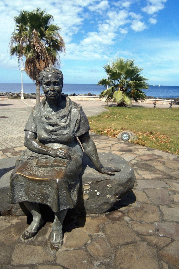 La statue de Gerty Archimède à Basse-Terre.