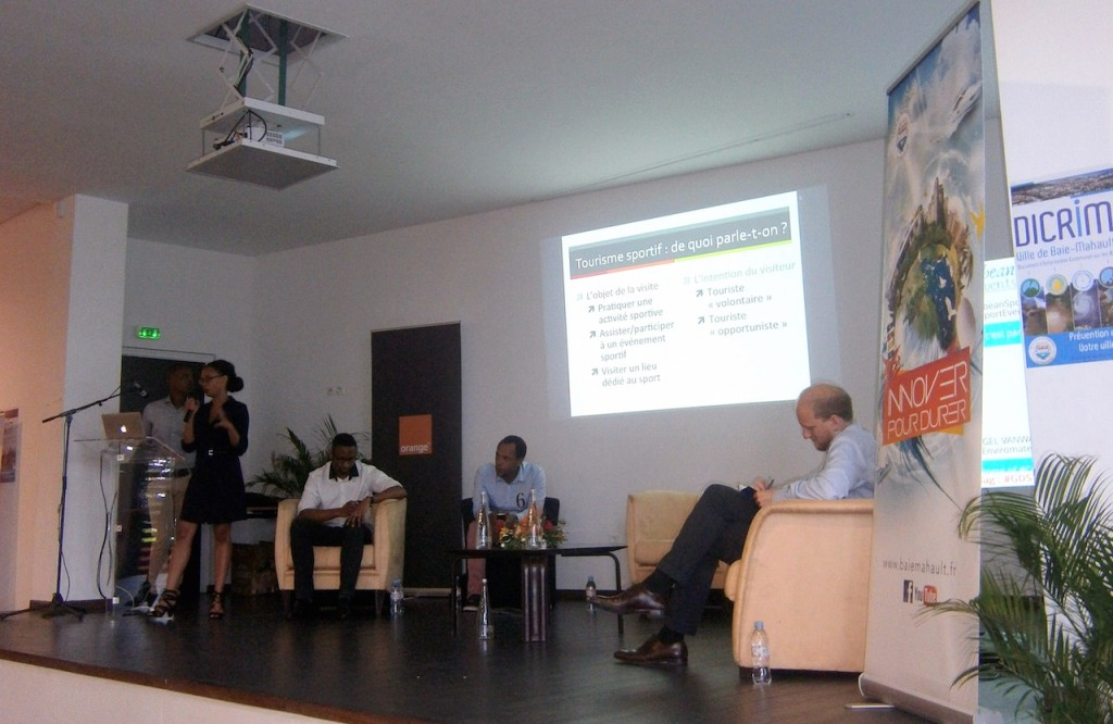 Madly Schenin-King, l'une des intervenantes, a défini le tourisme sportif et indiqué cinq critères pour l'évaluer : les cibles, la gouvernance, l'offre touristico-sportive, le numérique, le marketing.